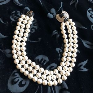 Triple-strand pearl necklace (costume jewelry)